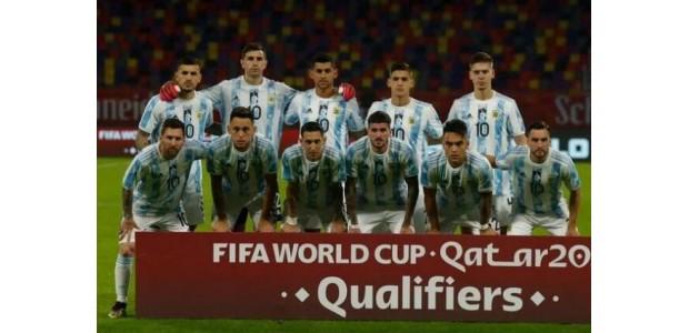 Argentina bærer trøje nr. 10 til minde om Maradona